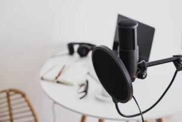 items-for-recording-online-podcast-studio-micropho-KJ6Q6FS